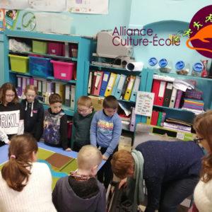 Exposition des travaux des élèves de 3, 4 et 5ème primaire pour le projet scolaire «Le cycle de l'eau» à Merbes-le-Château