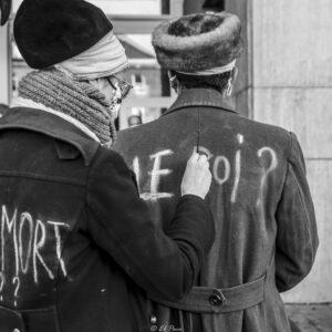 «LE ROI EST MORT ?» Conte poétique visuel, musical et idéaliste développé dans l'espace public.